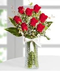 7 Adet vazoda kırmızı gül sevgiliye özel  Kocaeli uluslararası çiçek gönderme