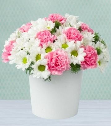 Seramik vazoda papatya ve kır çiçekleri  Kocaeli uluslararası çiçek gönderme