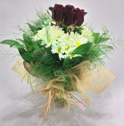 5 adet kırmızı gül ve kırızantem buketi  Kocaeli çiçek mağazası , çiçekçi adresleri