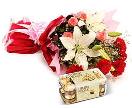 Karışık buket ve kutu çikolata  Kocaeli çiçek siparişi vermek