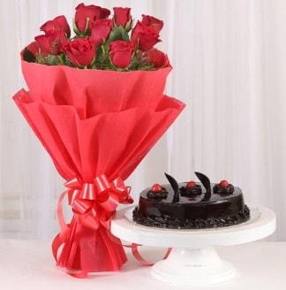 10 Adet kırmızı gül ve 4 kişilik yaş pasta  14 şubat sevgililer günü çiçek