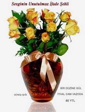 14 şubat sevgililer günü çiçek  mika yada Cam vazoda 12 adet sari gül